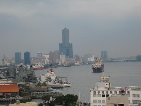 高雄西子灣海景一隅.JPG