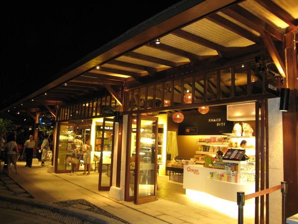 愛河旁的商店.JPG