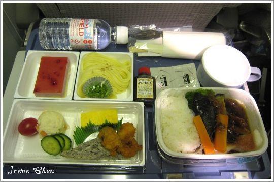 5-06-日亞航機上黑橄欖紅魚飯.jpg