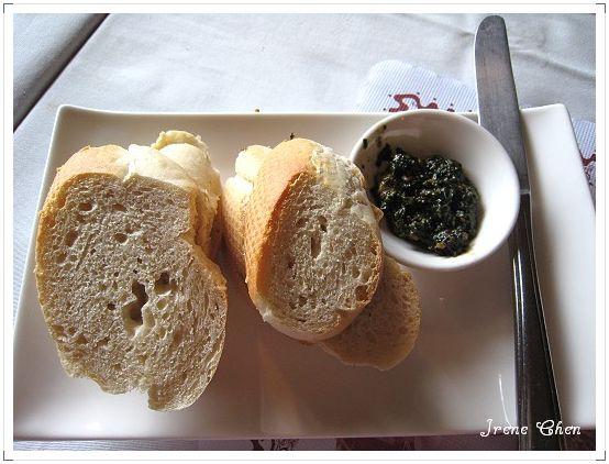 7-普羅旺斯套餐-烤麵包佐蘿勒松子醬.jpg