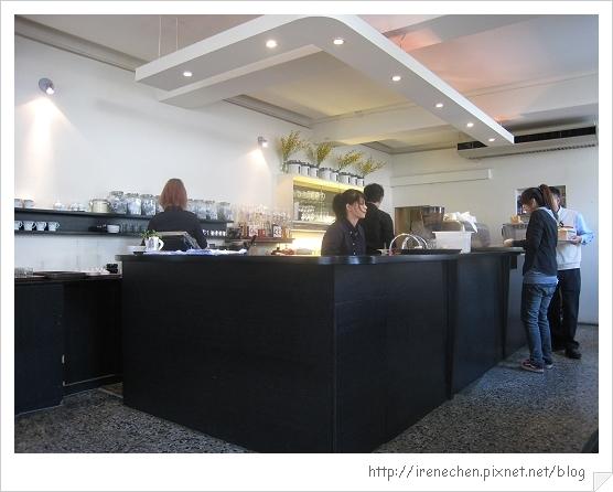 R9 Cafe-2-櫃台.jpg