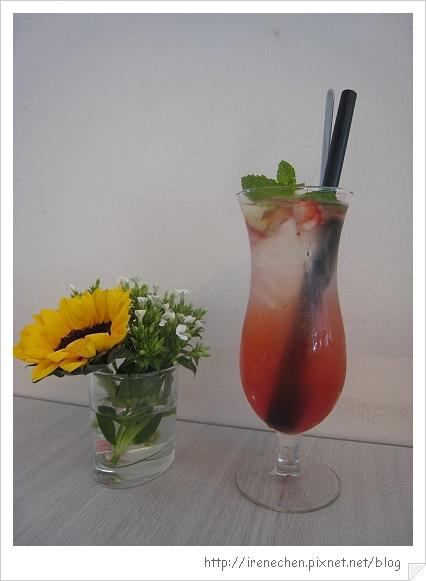 R9 Cafe-4-莓樂蒂荔枝冰茶.jpg