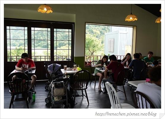 小熊書房09-2樓用餐區.jpg