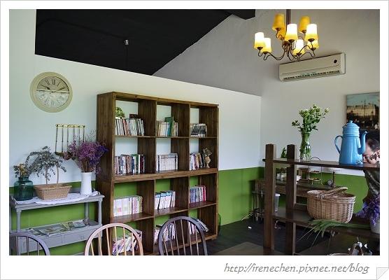 小熊書房13-2樓用餐區.jpg