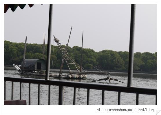 坐船遊台江21-養殖人家的竹筏.jpg
