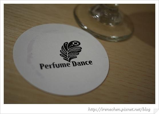 跳舞香水33-杯墊.jpg