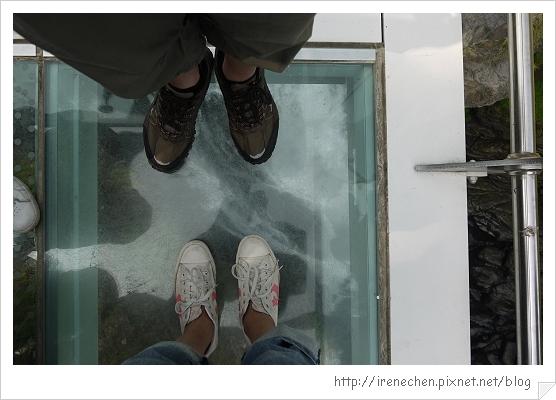 天空步道25-瀑布在腳下.jpg