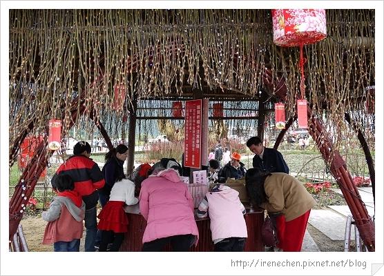 2012米香銀柳節10-寫祈福卡.jpg