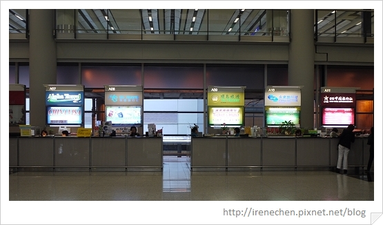 HK017-旅行社櫃台很稀微3.jpg