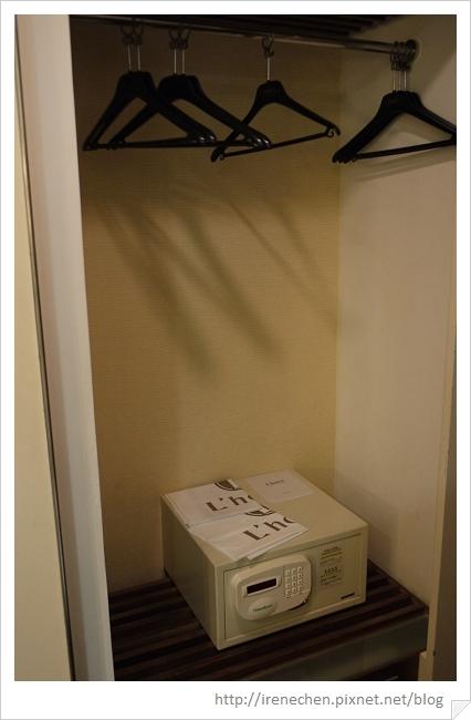 HK070-海景酒店2609房-衣櫃和保險箱.jpg