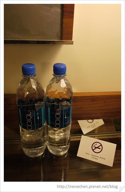 HK073-海景酒店2609房-礦泉水.jpg