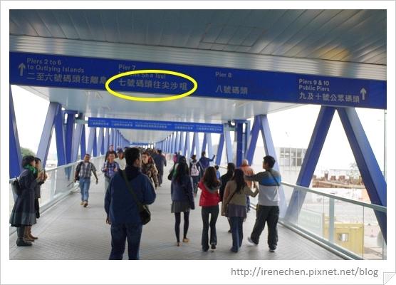HK079-往中環碼頭的行人天橋.jpg