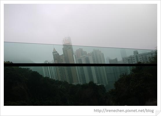 HK415-山頂纜車窗景.jpg