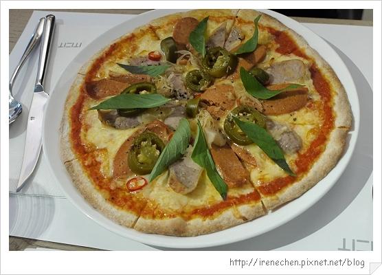 MOT KITCHEN-17-德式肉腸酸菜Pizza.jpg