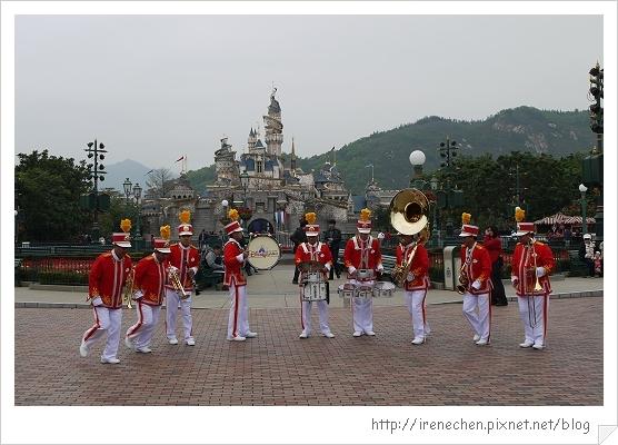 HK592-香港迪士尼樂園寄物櫃.jpg