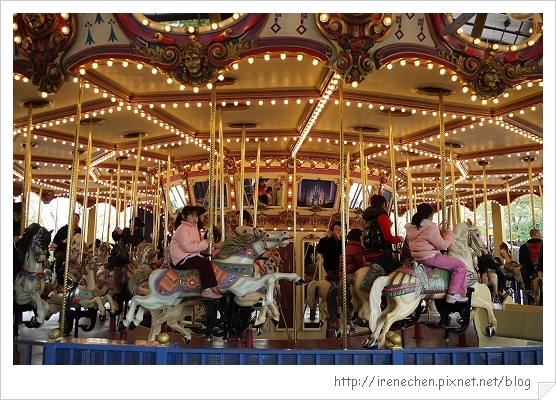 HK608-香港迪士尼樂園旋轉木馬.jpg