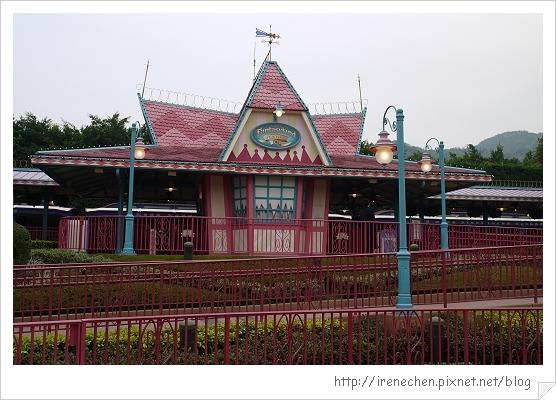 HK646-香港迪士尼樂園幻想世界火車站.jpg