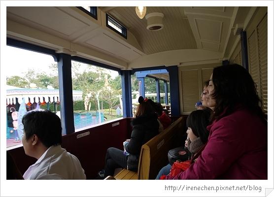 HK647-香港迪士尼樂園幻想世界火車站.jpg