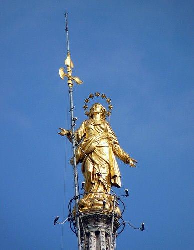 鍍金聖母雕像.jpg