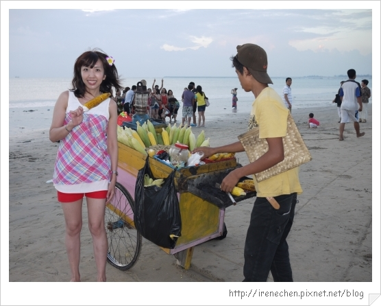 Bali487-金巴蘭海灘(最愛吃玉米惹).jpg
