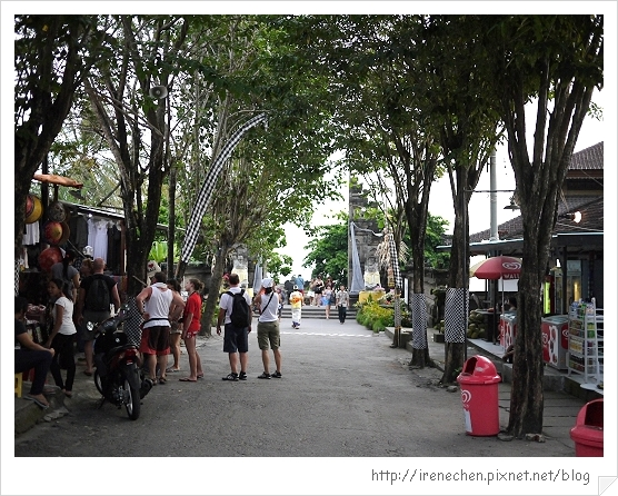 Bali187-往海神廟的街景.jpg