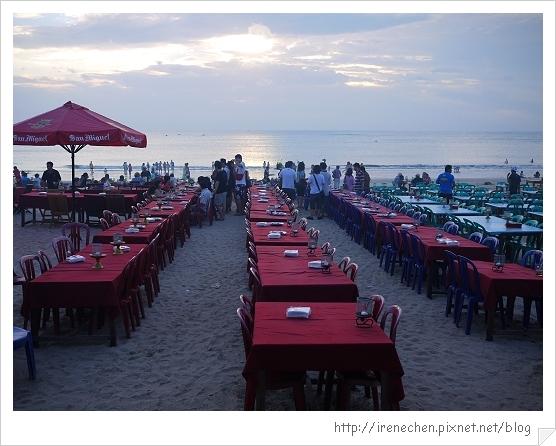Bali481-金巴蘭海灘吃海鮮.jpg