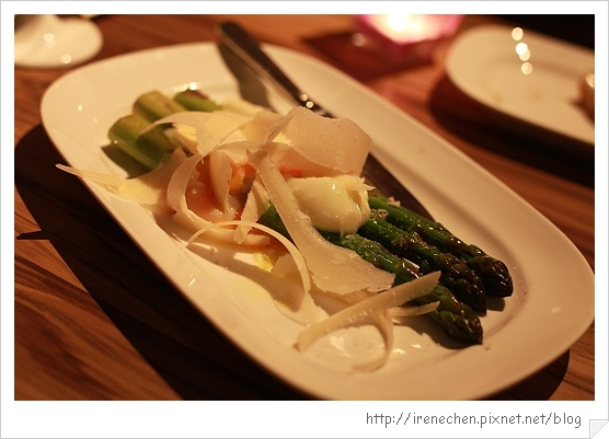 SOLO Pasta-10-特大綠蘆筍與溫泉蛋佐36月帕瑪森老起司.jpg