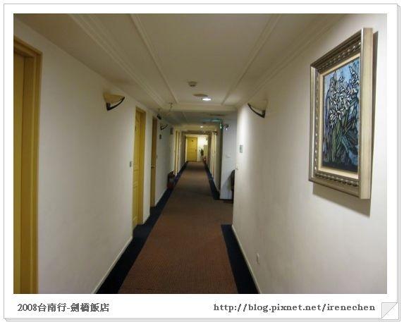 台南2日遊06-劍橋飯店10樓走道.jpg