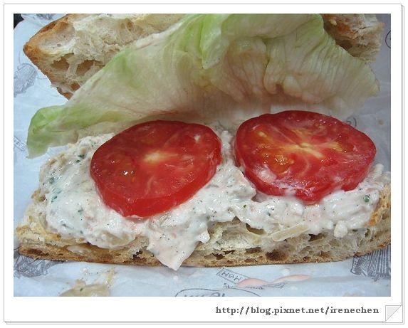 N.Y.BAGELS-洋蔥雞肉沙拉三明治特寫(佛卡夏).jpg