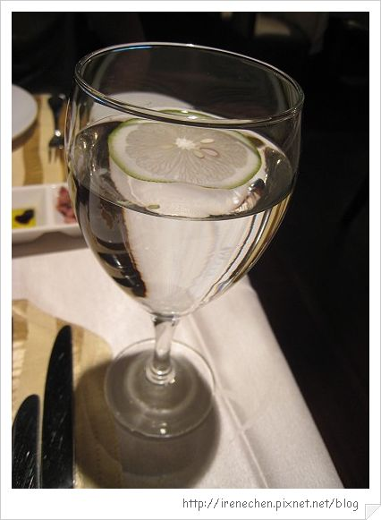 TOROS鮮切牛排04-檸檬水.jpg