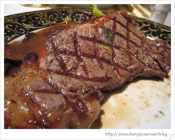 TOROS鮮切牛排21-主菜(鮮切紐約客)近拍.jpg