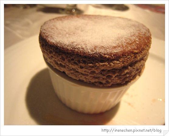 TOROS鮮切牛排23-甜點(法式舒芙蕾)近拍.jpg