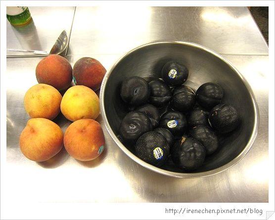 材料1-李子和水蜜桃.jpg