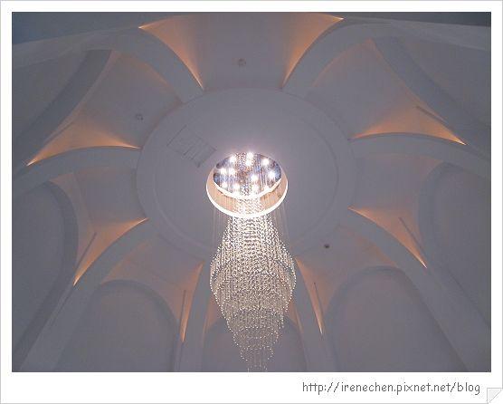 風車的故鄉07-天花板水晶吊燈.jpg