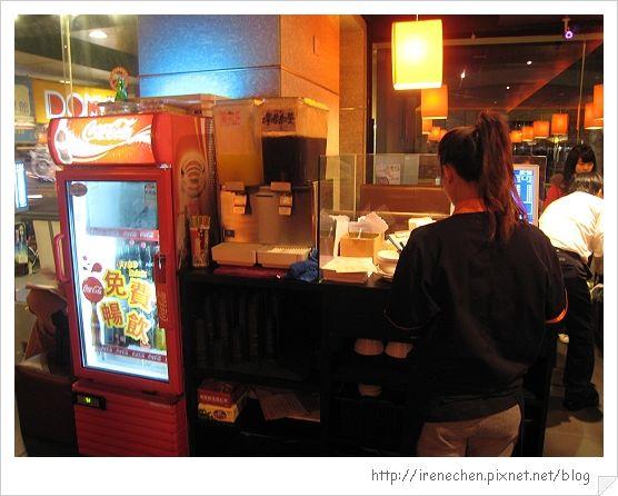 小蒙牛公館店05-飲料區.jpg