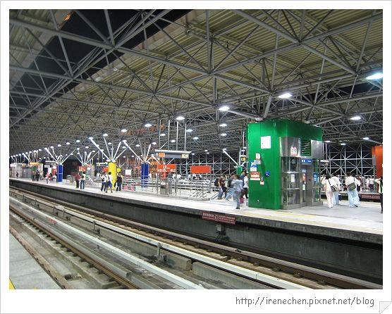 北投捷運站08-月台.jpg