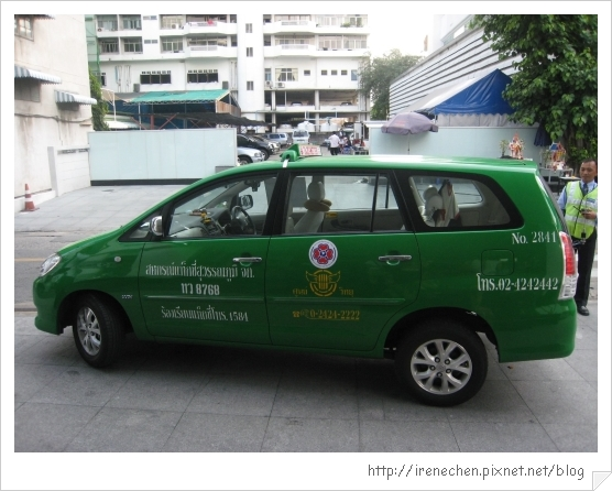 2010曼谷016-可載4人加行李的大車.jpg