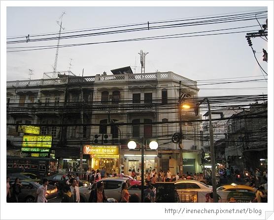 2010曼谷078-state tower旁的市集.jpg