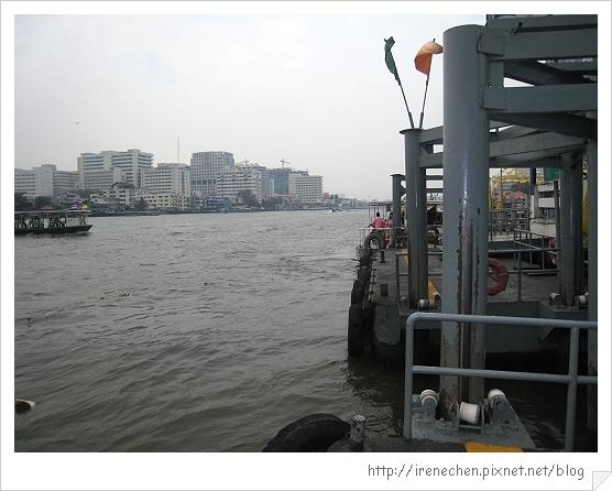 2010曼谷137-Sathorn站.jpg