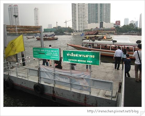 2010曼谷139-接駁船等侯處.jpg