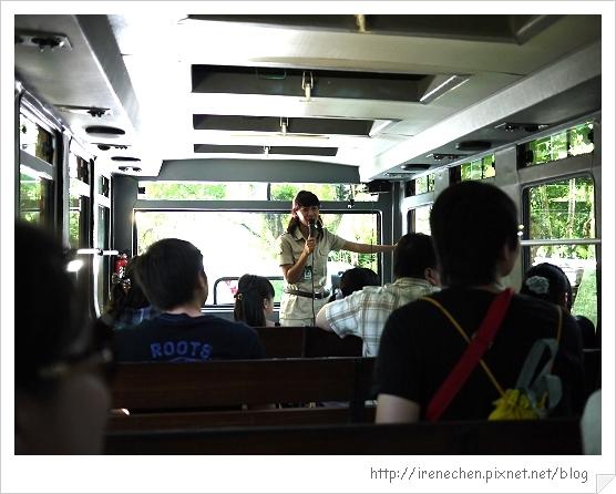 Bali318-野生動物園(導覽解說員).jpg
