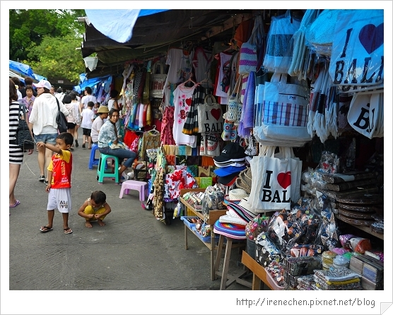 Bali179-海神廟旁的小販.jpg