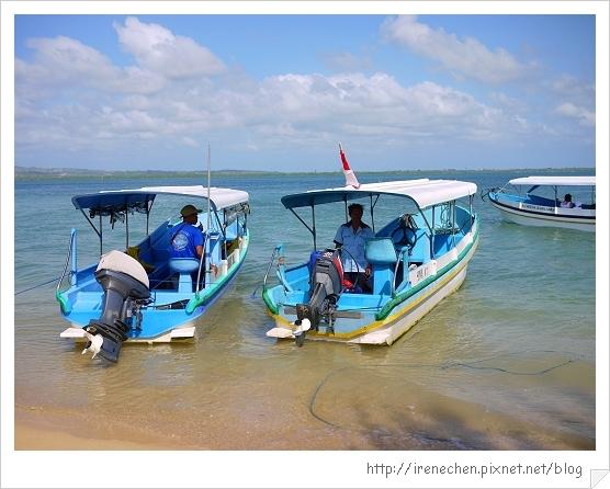 Bali245-很兩光的玻璃底船.jpg