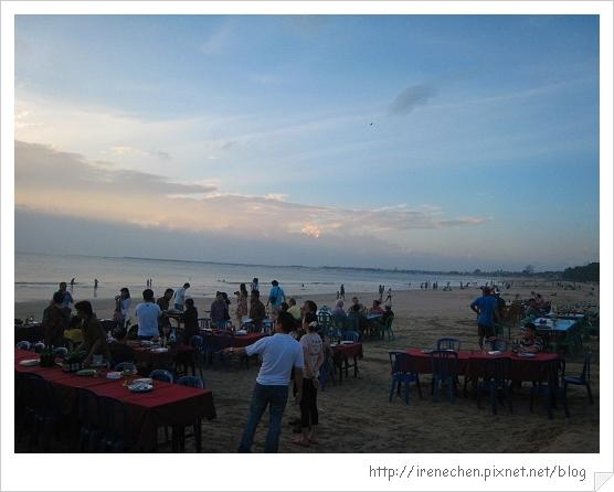 Bali483-金巴蘭海灘吃海鮮.jpg