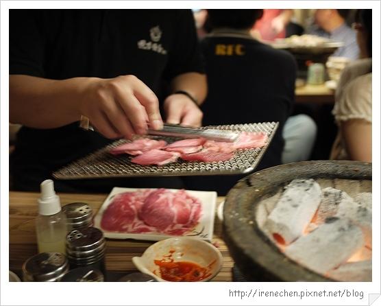 田季發爺敦南店-10示範烤肉.jpg