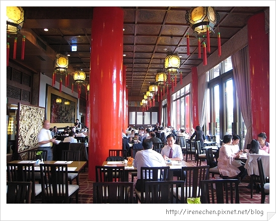 圓山飯店松鶴廳自助餐01-用餐區.jpg