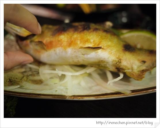 三峽八條壽司28-好肥的香魚.jpg
