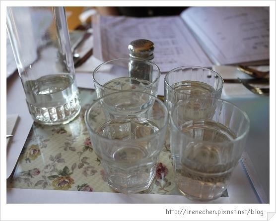 洞天法國農莊07-大小不一的水杯.jpg