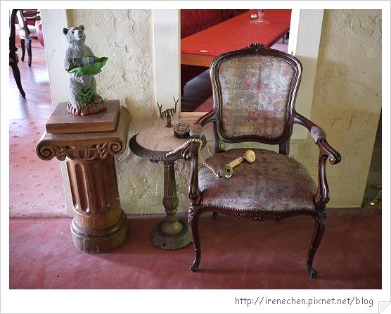 洞天法國農莊38-椅子電話與熊熊.jpg