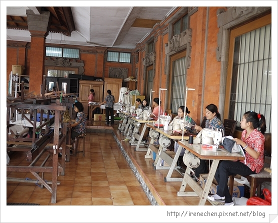 Bali121-蠟染工場工作的婦女.jpg